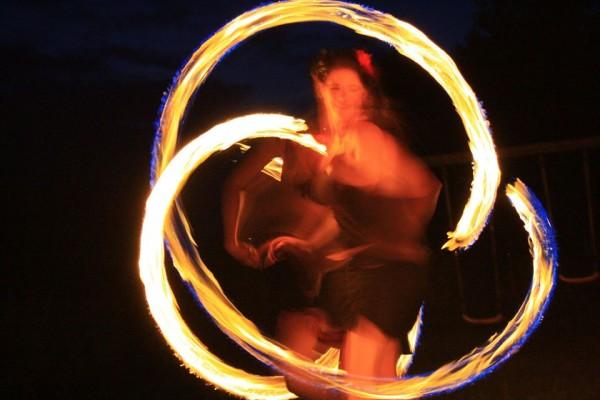 Eventagentur Firesmile: Feuershow- Tanz, Walkacts und Stelzenlauf bei Events in Oberfranken / Oberpfalz / Bayern