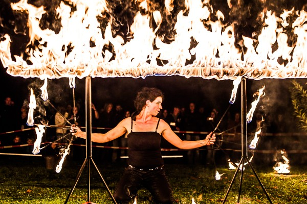 Eventagentur Firesmile: Feuershow- tanz, Walkacts und Stelzenlauf in Oberfranken / Oberpfalz / Bayern
